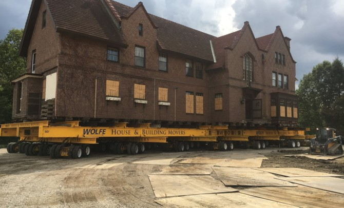 Mansion on the move in Wheaton — at 3 mph
